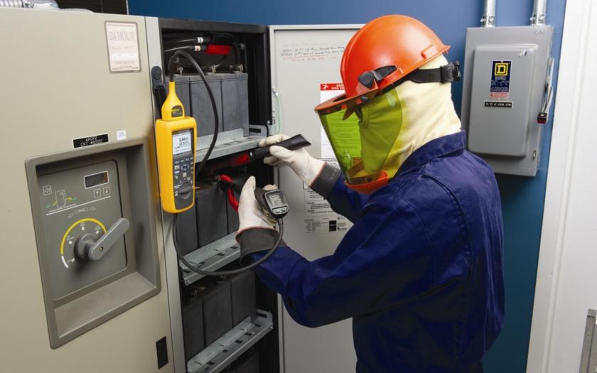 Analyzátory baterií Fluke 500 zjednodušují testování a údržbu kritických záložních systémů