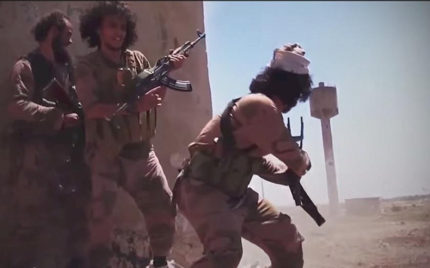 Francouzský ministr vnitra: stovky našich občanů bojují v teroristických skupinách islámského státu v Iráku a Sýrii