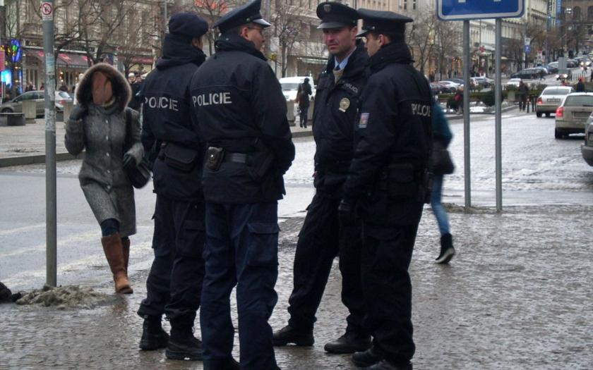 Nevidím jediný důvod, proč by si policisté, hasiči a příslušníci vězeňské služby nemohli přivydělat (komentář Lumíra Němce)