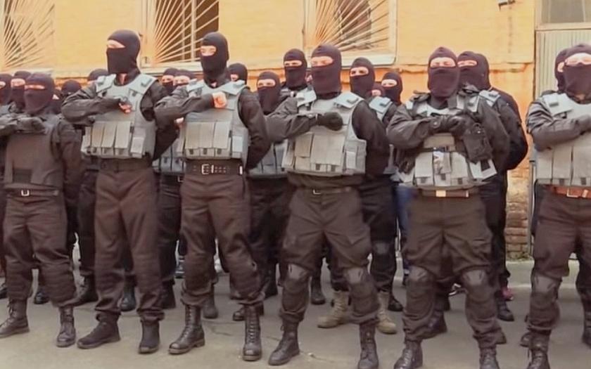 Ukrajinská fronta: strany stahují děla a zároveň chystají novou ofenzivu