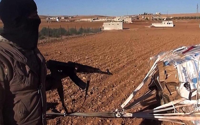 Část zbraní shodili Američané bojovníkům Islámského státu místo obráncům Kobani