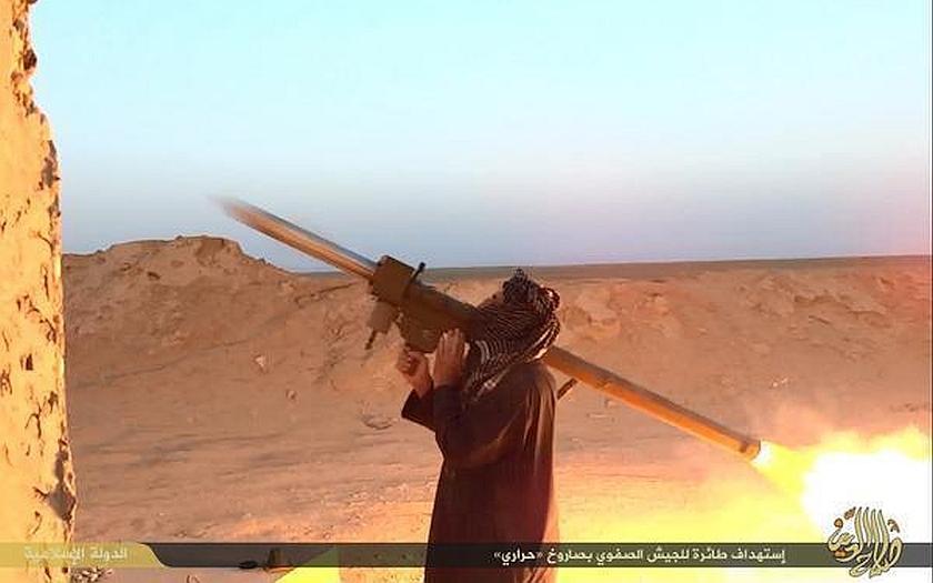 Sestřelí bojovníci islámského státu civilní letadlo? Německá tajná služba varovala poslance