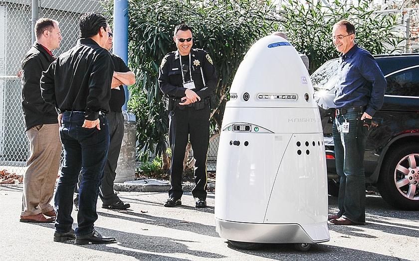 Soumrak lidské ochranky? Přicházejí robotičtí strážci s umělou inteligencí