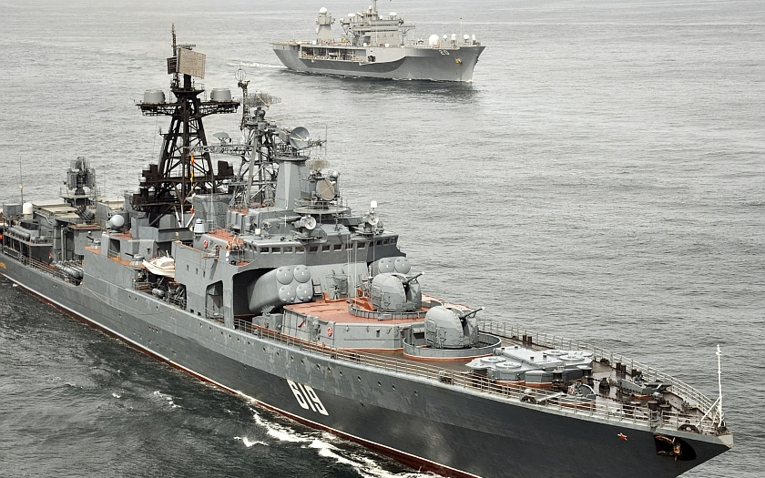 Ruské válečné lodě v kanálu La Manche mezi Anglií a Francií