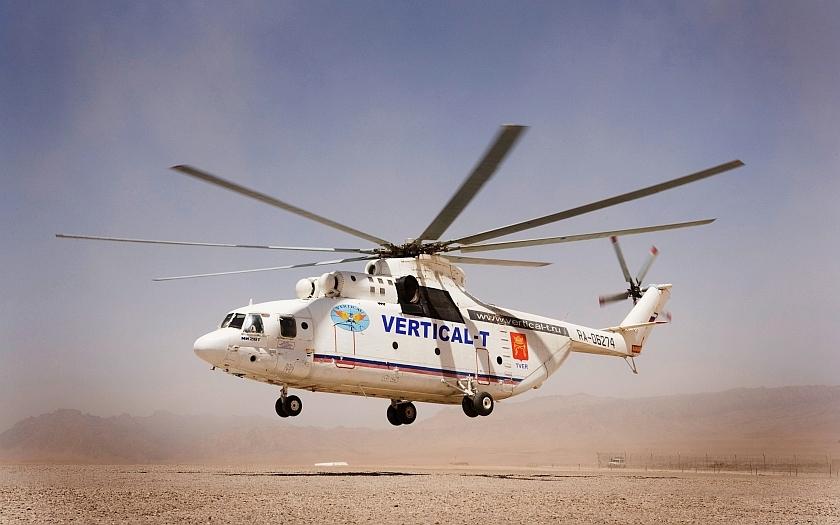Legendární ruský vrtulník si lehce poradil s americkou legendou z Vietnamu