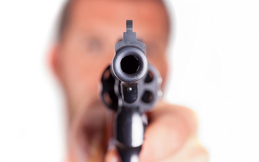VIDEO: Jeden z milenců orlandského střelce byl nakažen virem HIV, proto Mateen střílel, soudí jeho ex-milenec