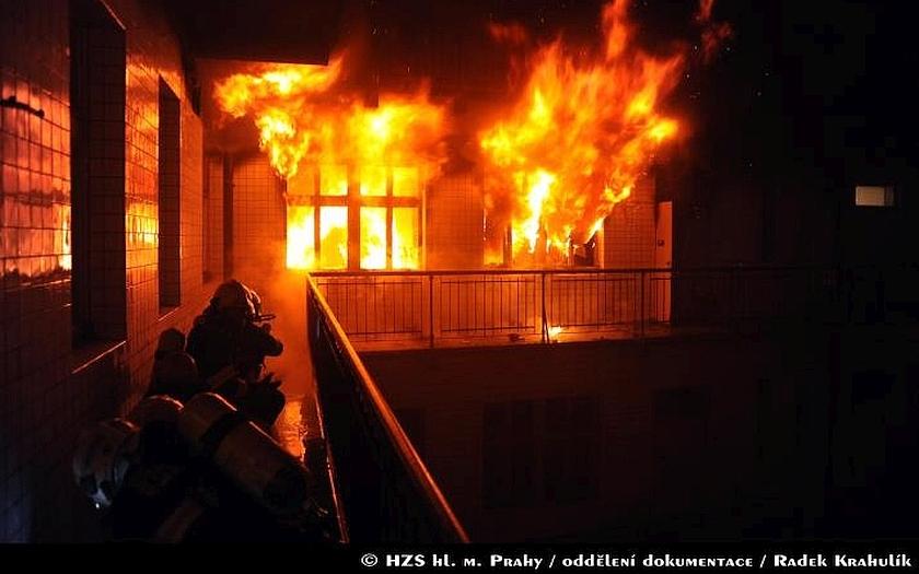 Za požár bytu mohl adventní věnec - škoda je 800 tisíc korun