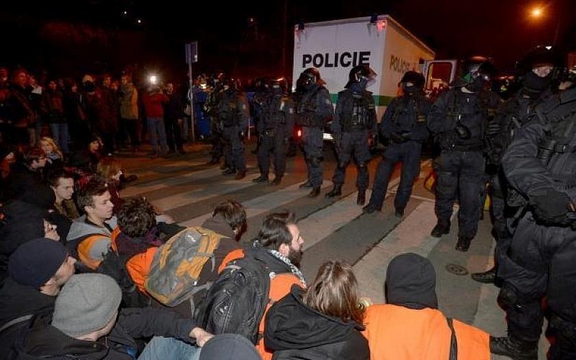 Amnesty International k policejnímu násilí v České republice