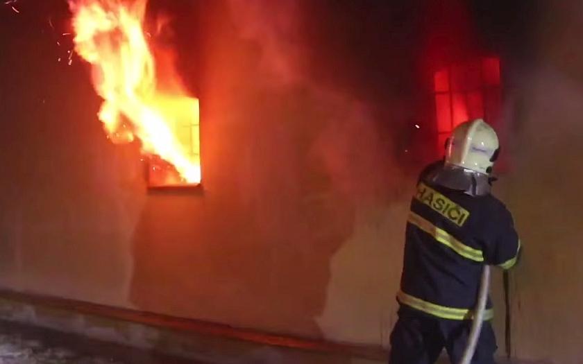 Oslavy nového roku očima policistů a hasičů