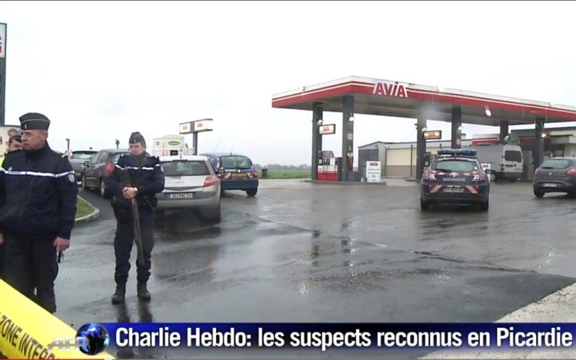 Policejní manévry v severní Francii. Teroristi na útěku přepadli benzínovou stanici