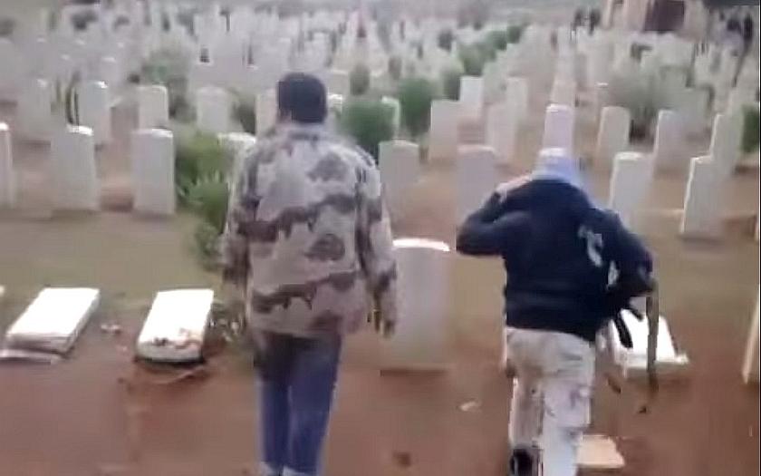 Islámským bojovníkům padl za oběť hřbitov válečných veteránů v Tobruku