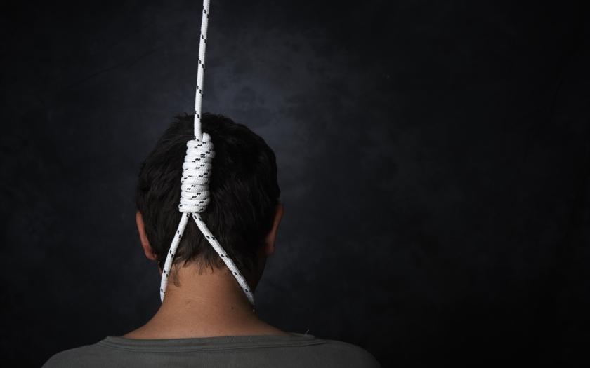 Sebevražda nebo vražda? V ČR se téměř nedělají soudní pitvy