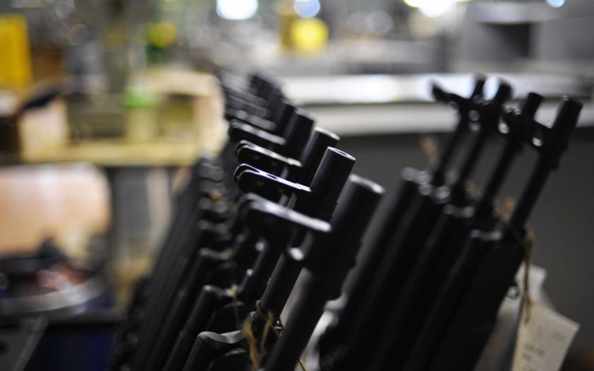 Česká republika byla obviněna z dodávek zbraní, které končí v rukách islámistů