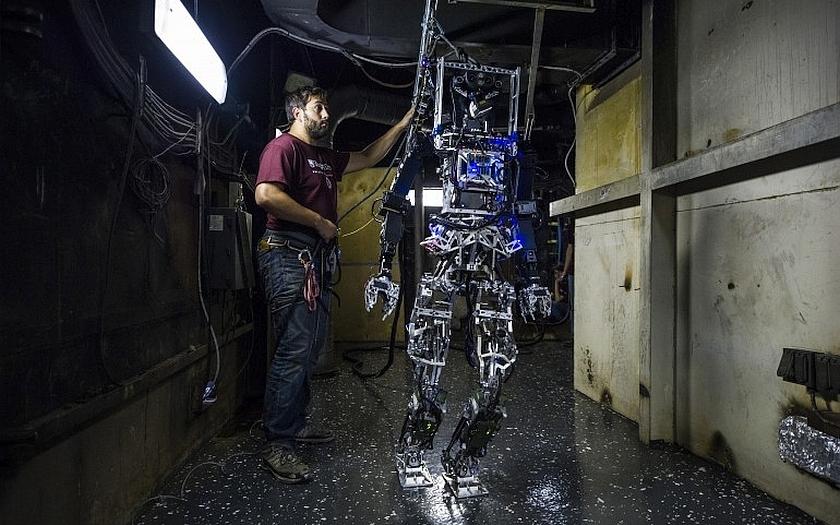 Inteligentní robotický hasič pro americké námořnictvo- SAFFiR