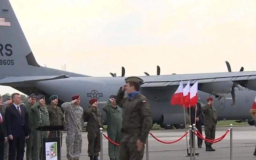 NATO se na Ukrajině podílí na &quote;mírových misích&quote;.