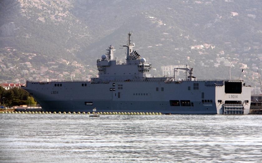 Francie nabídne vrtulníkové lodě Mistral Číně