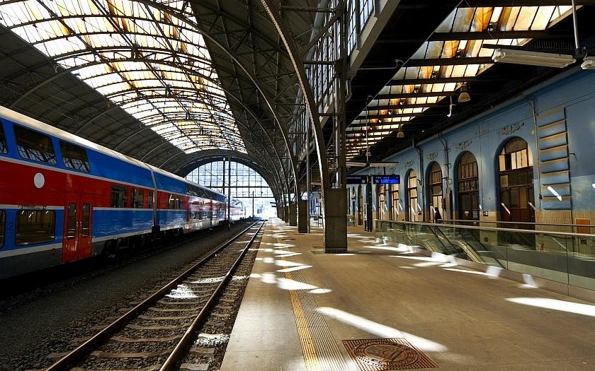 Hlavní nádraží v rukou politických šíbrů. SŽDC vybírá jeho správce jen podle ceny