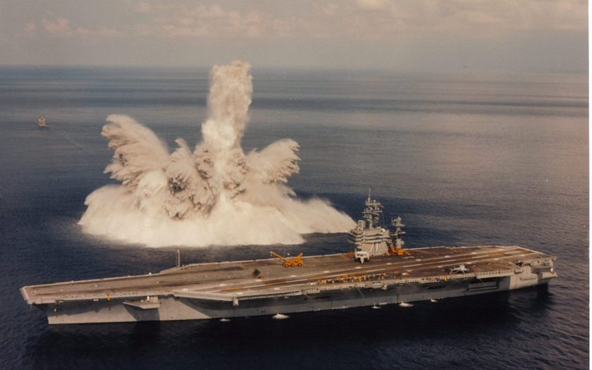 Francouzská ponorka potopila letadlovou loď USS Theodore Roosevelt!