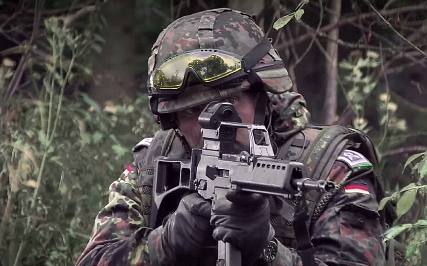 Čeští vojáci hromadně do Bundeswehru? Nic není tak horké, jak vypadá (komentář Lumíra Němce)