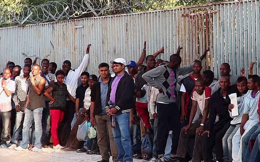 Afričtí migranti na protest podpálili uprchlický tábor v Itálii
