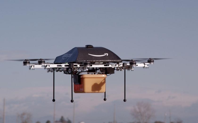 Amazon dostal zelenou - bude doručovat zásilky pomocí dronů