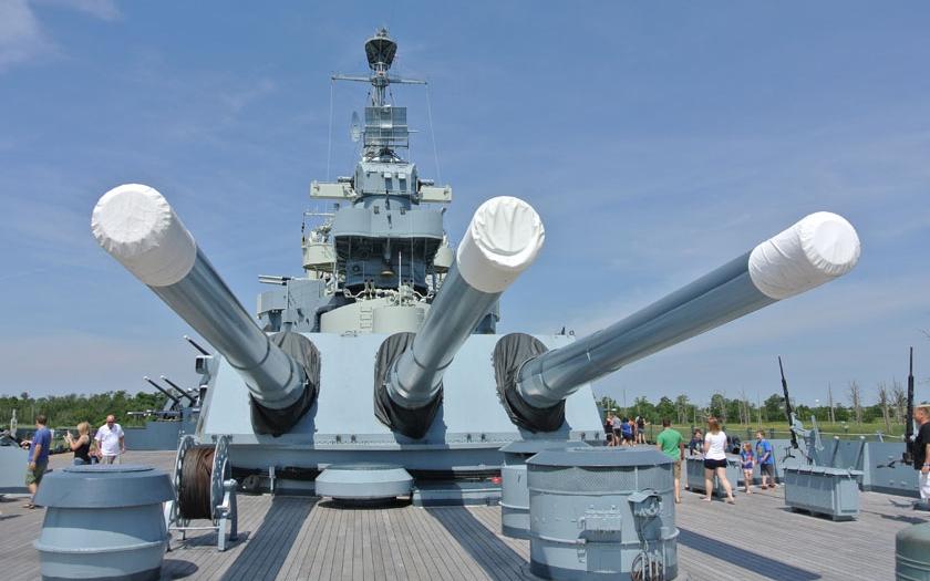 Návštěva bitevní lodi USS North Carolina