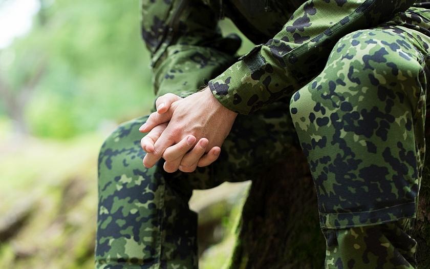 Budou od roku 2016 povinné vojenské odvody pro muže i ženy?