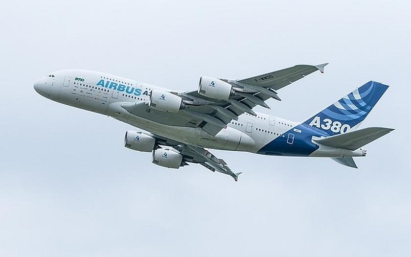 Hrozí kyberútoky na nejmodernější letadla. Stačí notebook s wifi.