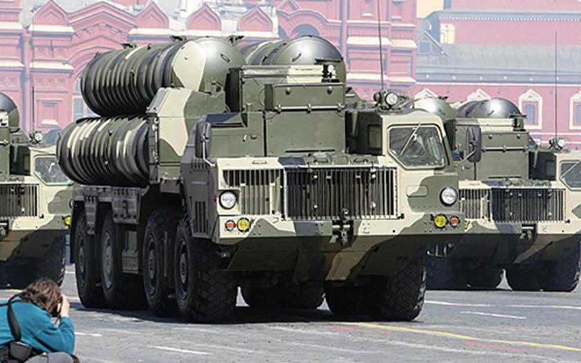 Může ruský raketový systém S-300 znemožnit letecký útok Izraele na Írán?