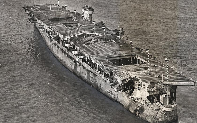 Nalezena letadlová loď poškozená atomovými bombami