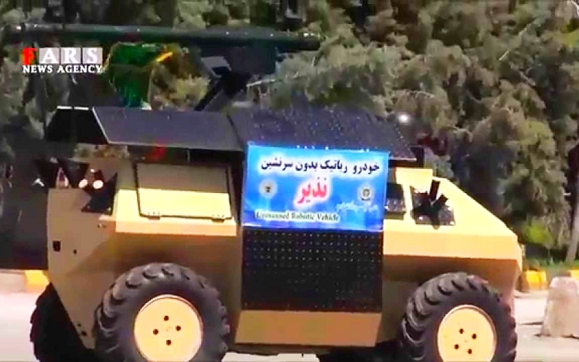 Íránský ozbrojený plně autonomní robot Nazeer