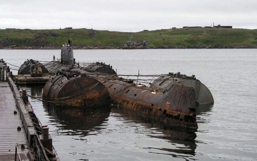Stane se z potopené sovětské ponorky K-159 podmořský Černobyl?