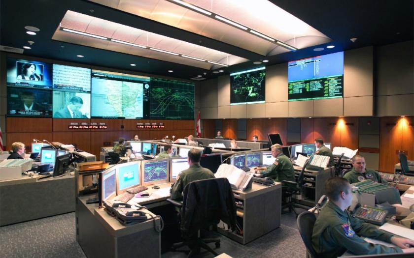 Americký NORAD se obává EMP. Po deseti letech se stěhuje do podzemních bunkrů