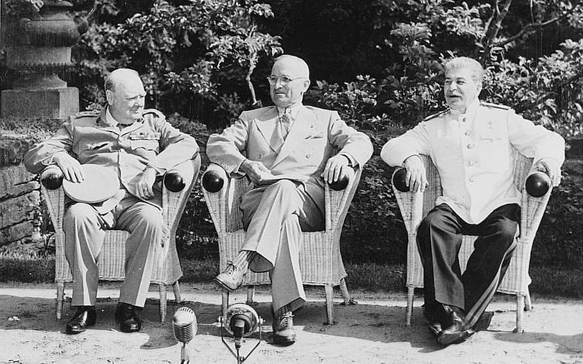 Průzkum v Rusku: stále oblíbenější Stalin byl tvrdý vládce s &quote;dobrými úmysly&quote;