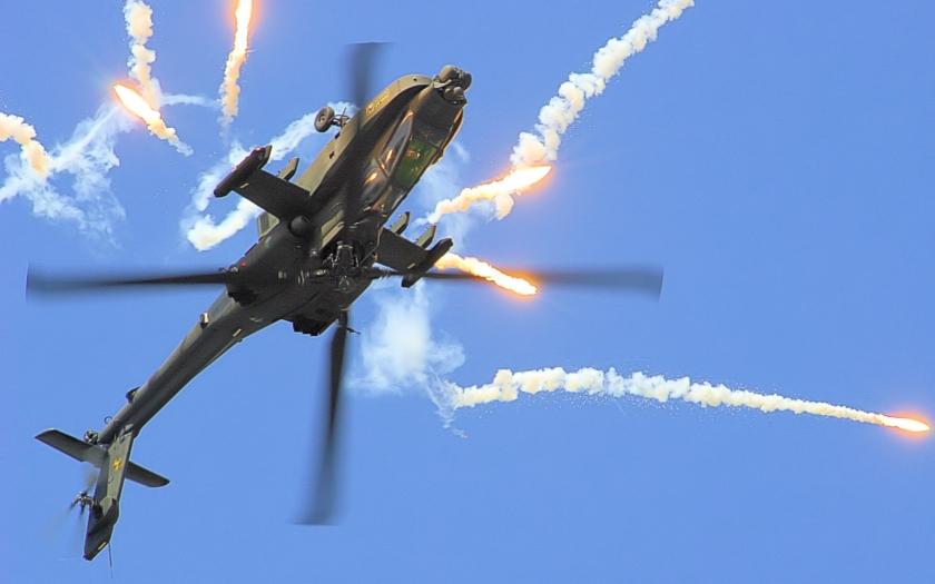 Houthiové sestřelují americkou techniku – nejdříve Apache, nyní F-16