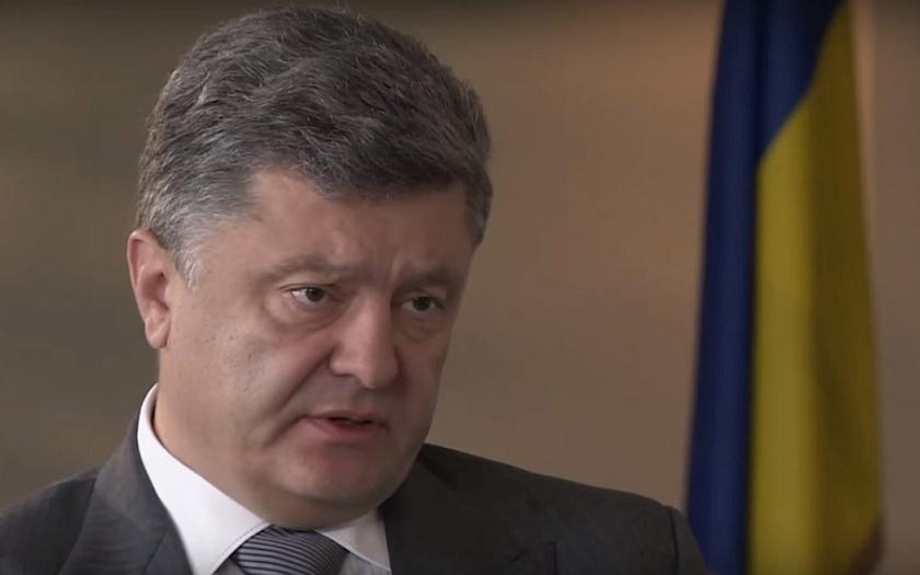 Ukrajina míří na Západ, zdůraznil Porošenko na vojenské přehlídce