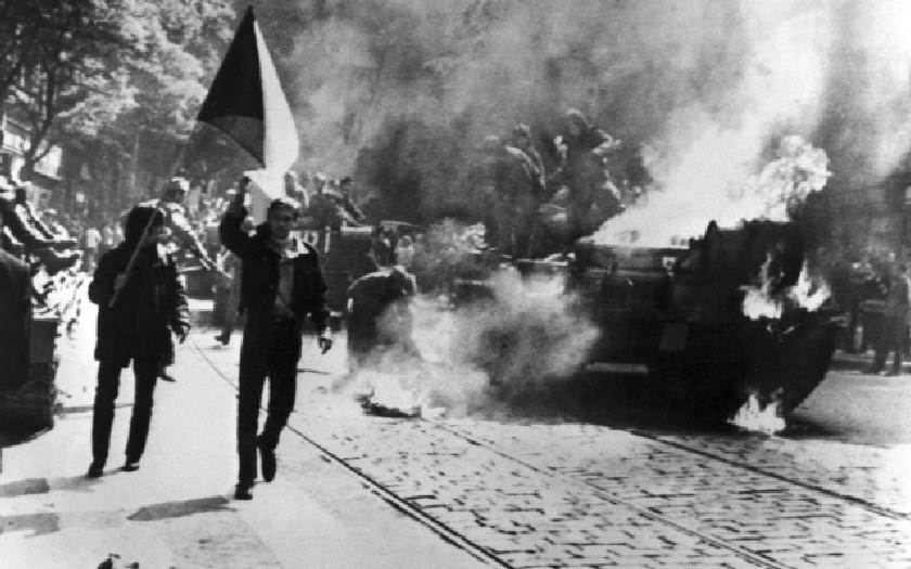 Srpen 1968: Mohla se československá armáda bránit ,,bratrské&quote; invazi?