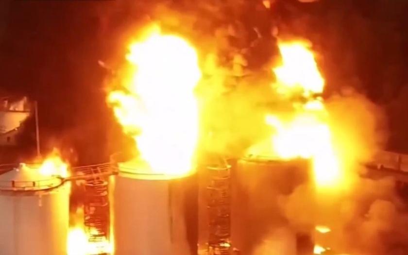Evropě hrozí ekologická katastrofa v důsledku hořících zásobníků ropy na Ukrajině