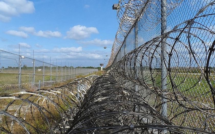 Státy na celém světě se před imigranty opevňují. Výstavba pohraničních plotů a zdí vzrostla o 250 procent