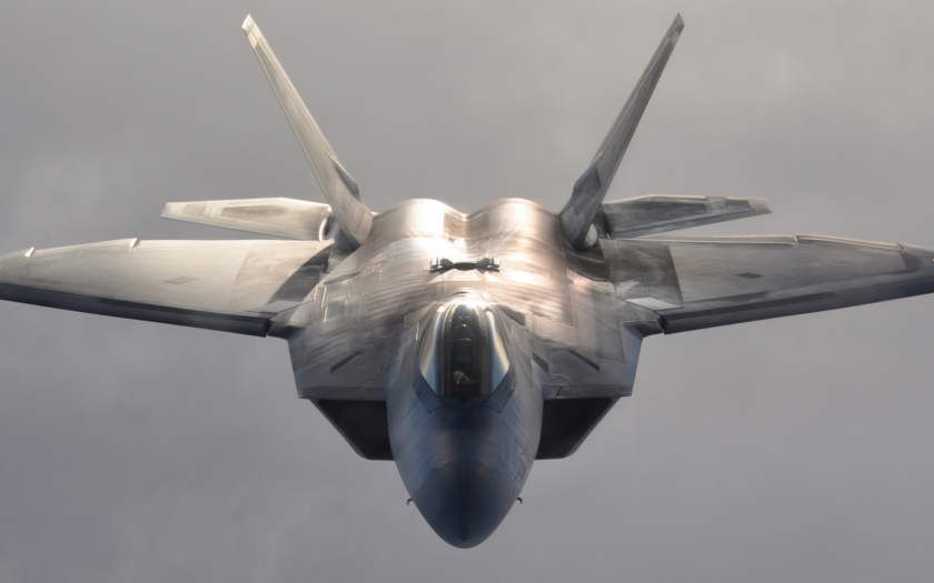 Video: F-22 nad Mach Loop ve Walesu