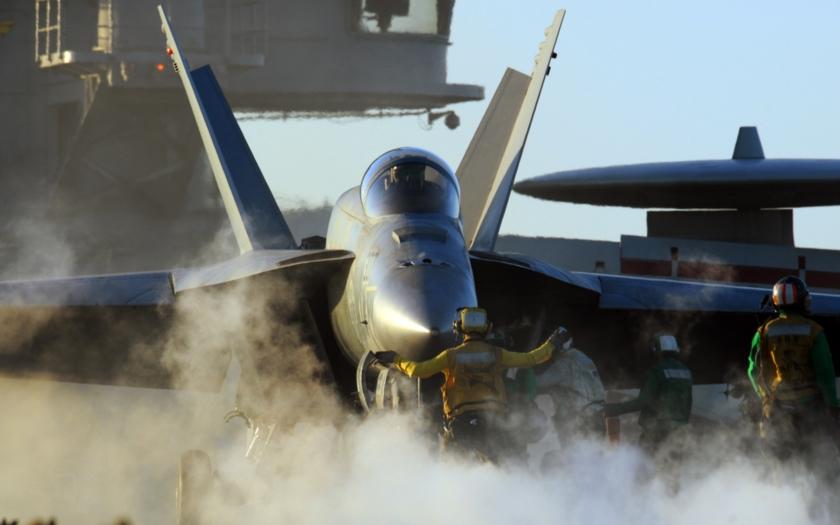 Ozbrojené F-18 musely od letadlové lodi USS Reagan vyhnat ruské bombardéry