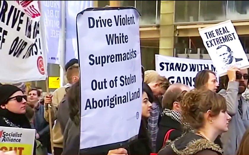V Austrálii se střetly stovky příznivců a odpůrců islámu a uprchlíků