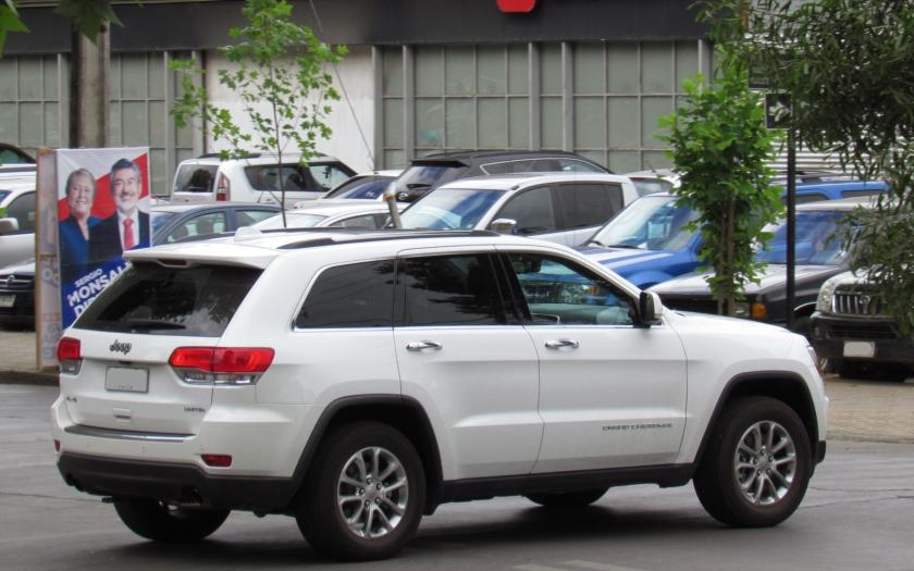 Automobilka Fiat Chrysler svolává na kontrolu 1,4 milionu aut. Za vším je kyberútok na Jeep