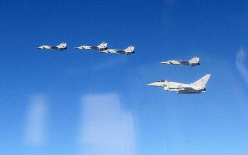 Video: Ruská letadla provokují nad Pobaltím