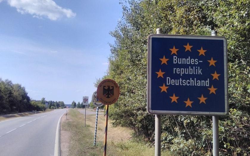 Na českých hranicích od dnešního rána hlídkuje armáda, policie i celníci