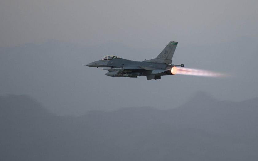 Bulharský prezident vetoval dohodu o nákupu stíhaček F-16 s USA, jejich pořízení je nejisté