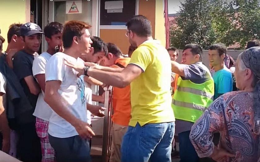 Vzpoury migrantů včera v Maďarsku, dnes na Lesbosu