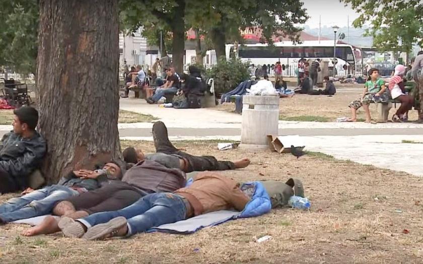 Přes Balkán se valí do Evropy dva tisíce uprchlíků denně. Makedonie a Srbsko kapitulovaly.