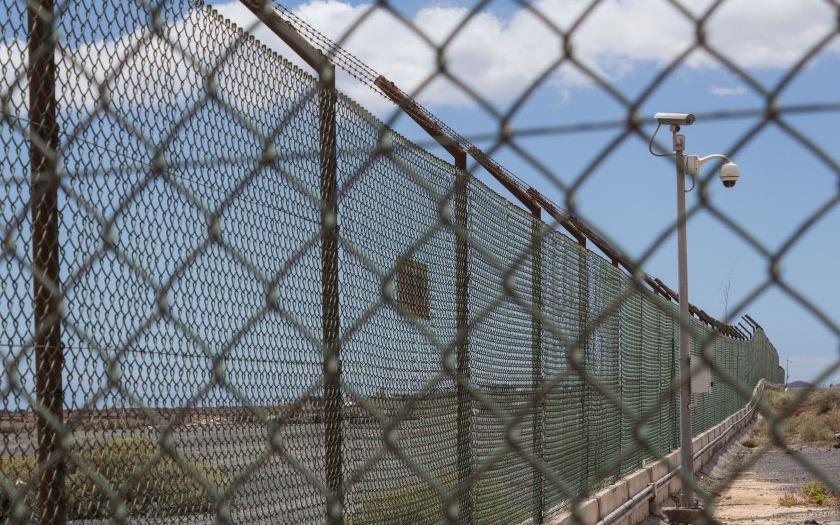 Evropa se rychle opevňuje proti uprchlíkům. Staví ploty, zavádí pohraniční kontroly. Vzorem je Maďarsko.