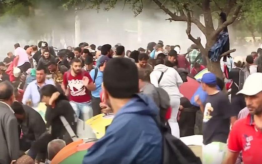 Přes ČR se mohou již brzy valit tisíce uprchlíků